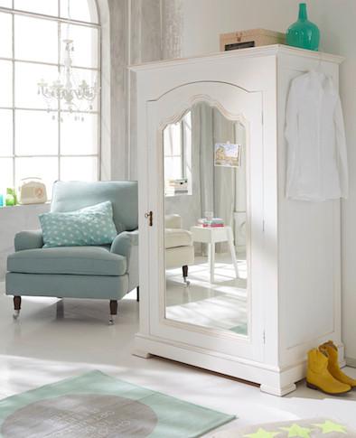 Kleiderschrank, Schlafzimmer, Sessel, Teppich