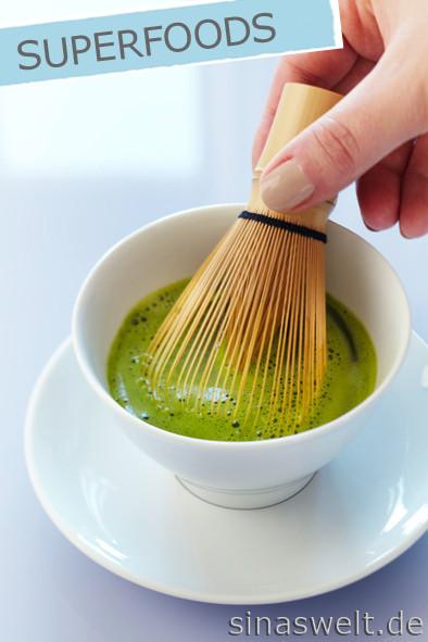 Matcha Tee, gesund, grüner Tee, Rezept, Zubereitung, Matcha Latte, Attila Hildmann, vegan, selber machen, Bambusbesen