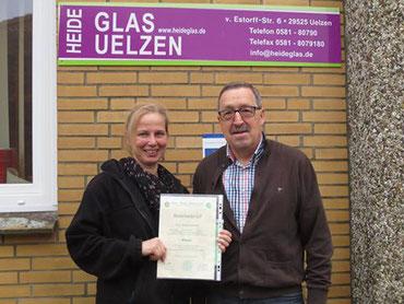 Geschäftsführer der Glaser-Innung Niedersachsen Roger Möhle und Tanha Neumann