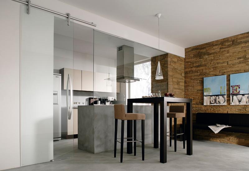 Schiebetüren teilen Räume auf, ohne wertvollen Platz zu verschwenden. © Dorma