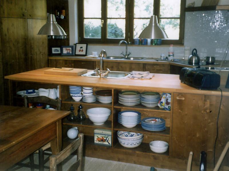 Küche in Fichte gebeizt und lackiert, Oberplatte Buche massiv geölt