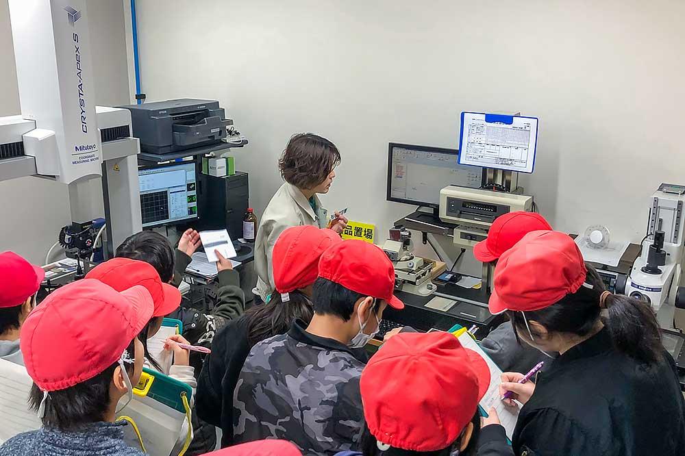 測定室で測定方法などの説明