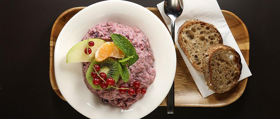 Regional inspirierte Gerichte servieren wir täglich von 11.00 - 16.00 Uhr (Samstag bis 17.00 Uhr)