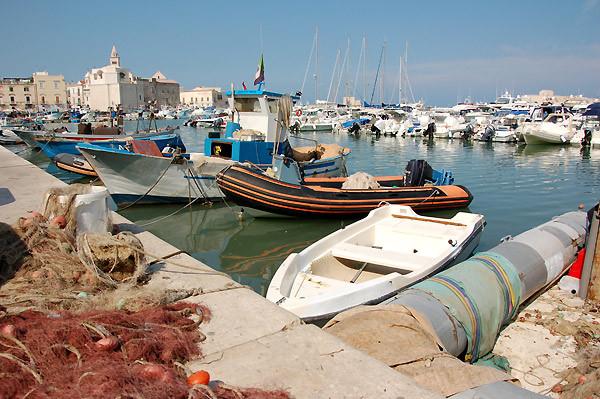 Der schöne Hafen von Trani.