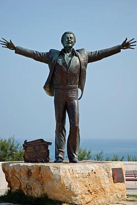 Statue des Sängers Domenico Modugno.