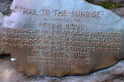 "... ""Hail to the sunrise"" aus dem Jahr 1932."