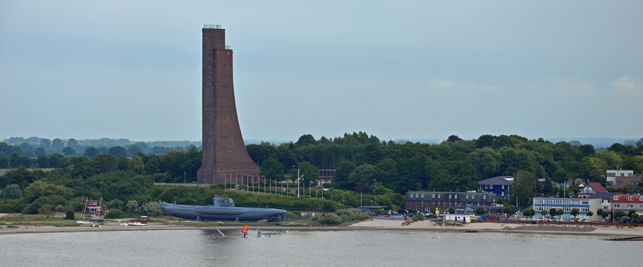 Laboe: Marine-Ehrenmal mit Turm und Aussichtsplattform, erbaut1936 zu Ehren der Marinesoldaten des Ersten Weltkriegs.