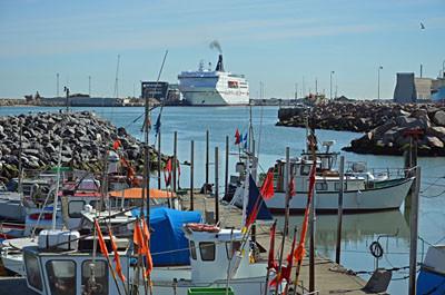 Die MS Norröna hat im Hafen von Hirtshals festgemacht.