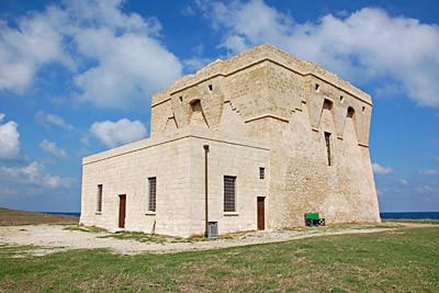 ... angekommen. Der Torre Guaceto liegt ganz alleine auf einer Landzunge. Und wir sind die einzigen Besucher!!!