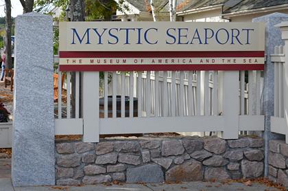 Eingang zum Mystic Seaport Freilichtmuseum