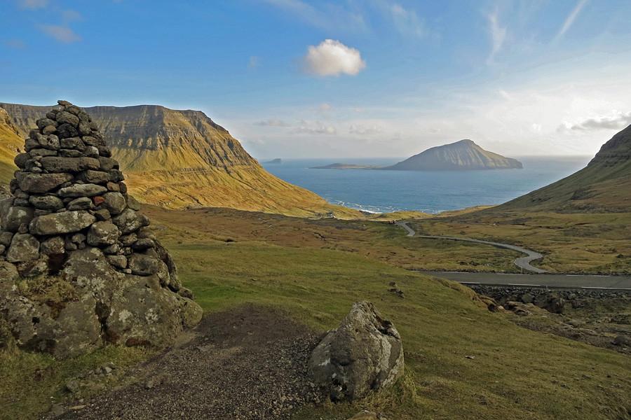 ... wir Blicken von Streymoy Richtung Südwesten hinüber zur Insel Koltur.