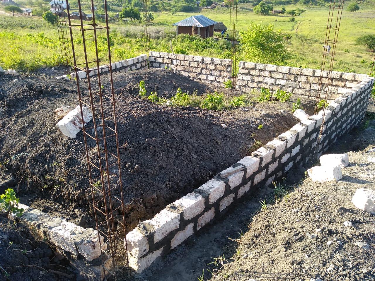 Das Fundament an der Mbogolo entsteht