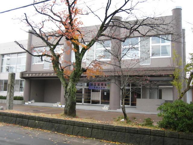 吉野小学校です。