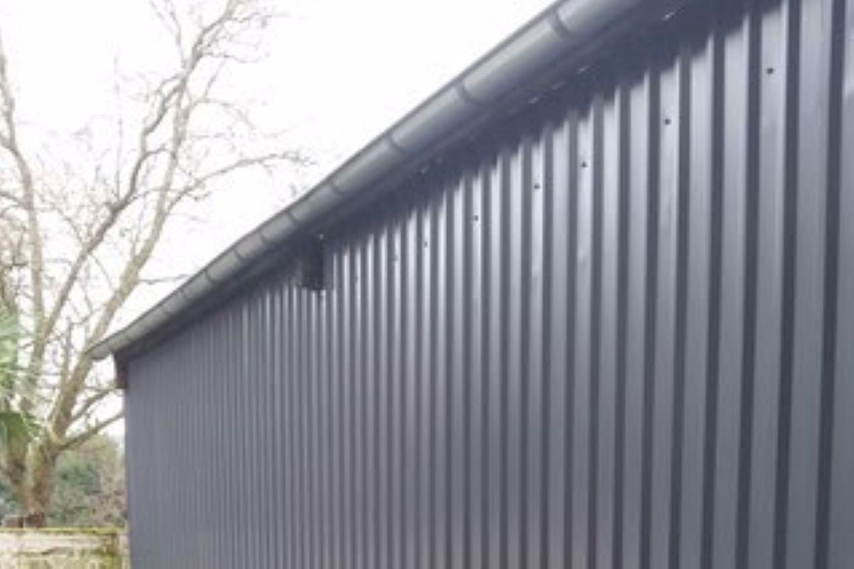 Fassadenverkleidung aus Trapezblechen