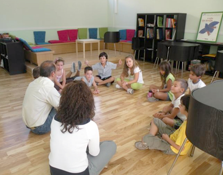 Kindergarten: group work and freedom to dispose of your body and to use space