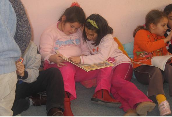 Lieux spontanés et création d'un climat psychologique positif dans la classe.