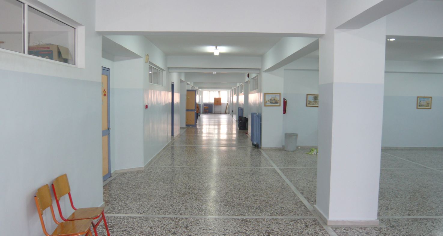 The lobby and Level 2 corridor before redesign