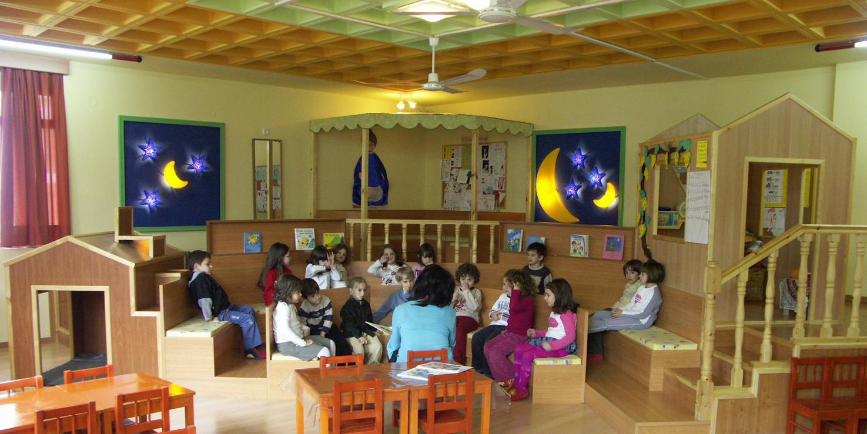 Salle de classe 1. Espace polyvalent, associant des points de repère du monde de l'enfant aux centres d'intérêt du processus éducatif