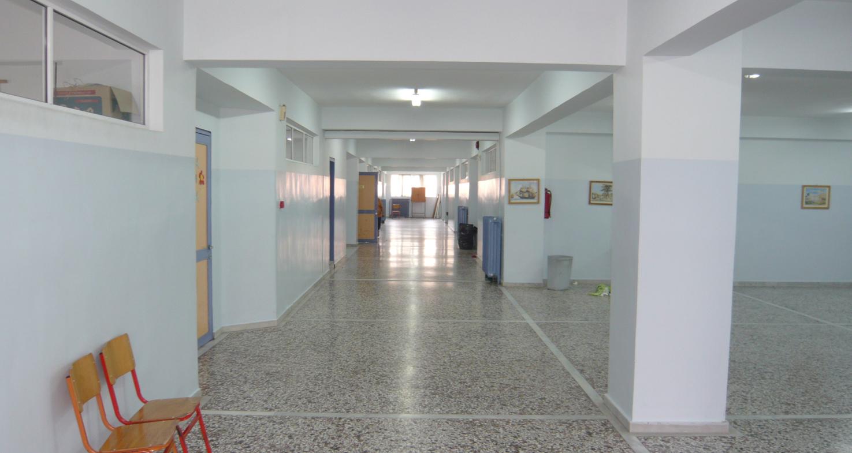 Το κεντρικό χολ και ο διάδρομος πριν από τον ανασχεδιασμό.