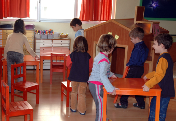 Rearrangement of space by children to create an educational place.
