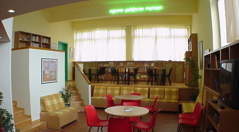 Après, version bibliothèque scolaire et salle d'études