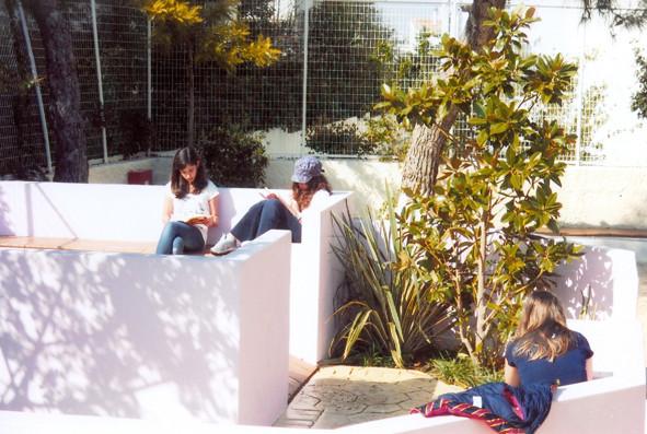 Après : Lieu spontané dans la salle de classe en plein air.