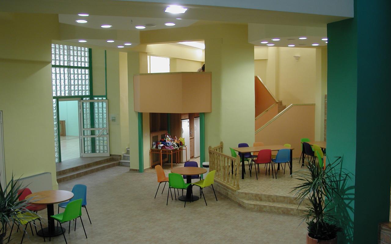 Στάθμη 1, μετά. Κεντρικό χολ: από αριστερά, αίθουσα χορού, κουζίνα, περιοχές ομαδικών δραστηριοτήτων/ εστιατόριο.