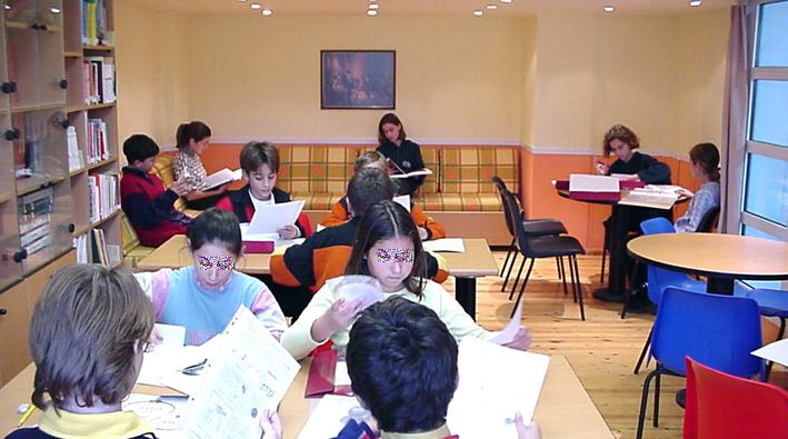 ... et après sa transformation en salle de classe : esthétique spatiale faisant référence à la maison.