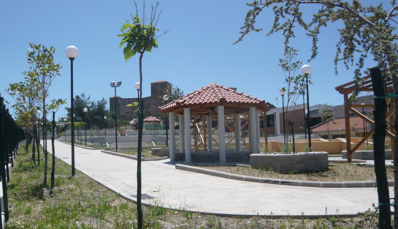 Photo 2a : Après. Au font la forteresse de Eptapyrgio