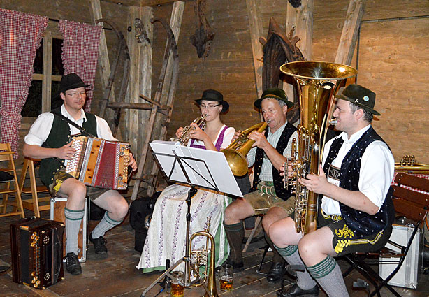 Live-Musik, in der Kaiser-alm KAISER CAMPING Outdoor Resort