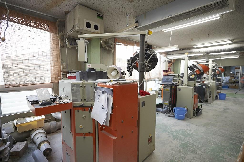 ITALIAN MADE BUTTON MAKING MACHINE (LATEST TYPE)