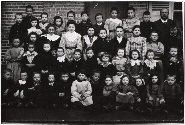Élèves   a Poulainville (début du XXe Siècle)