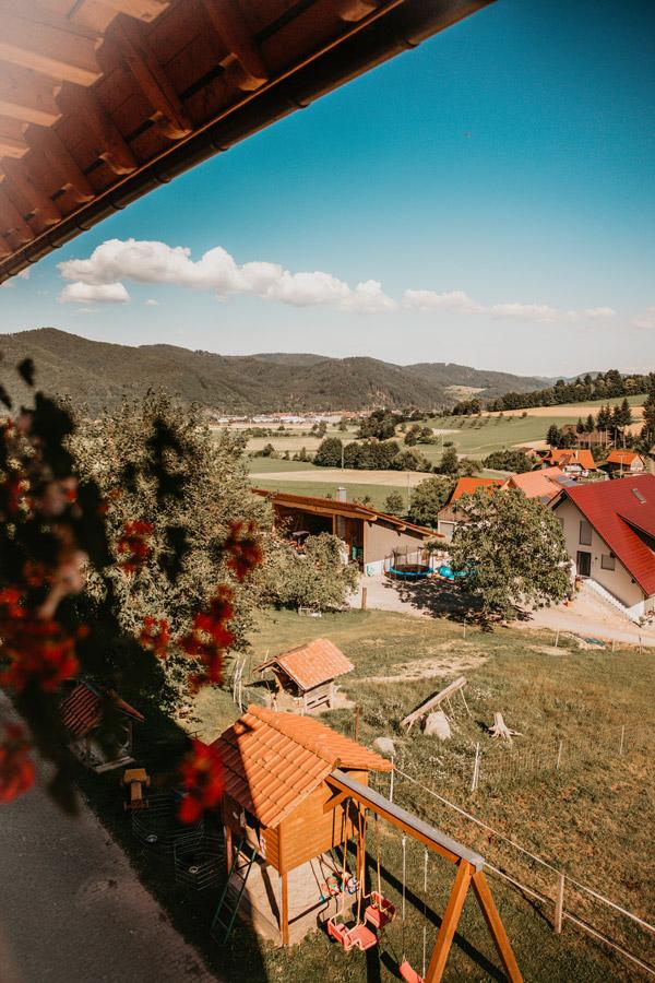 Balkon mit schönem Blick ins Niederbachtal