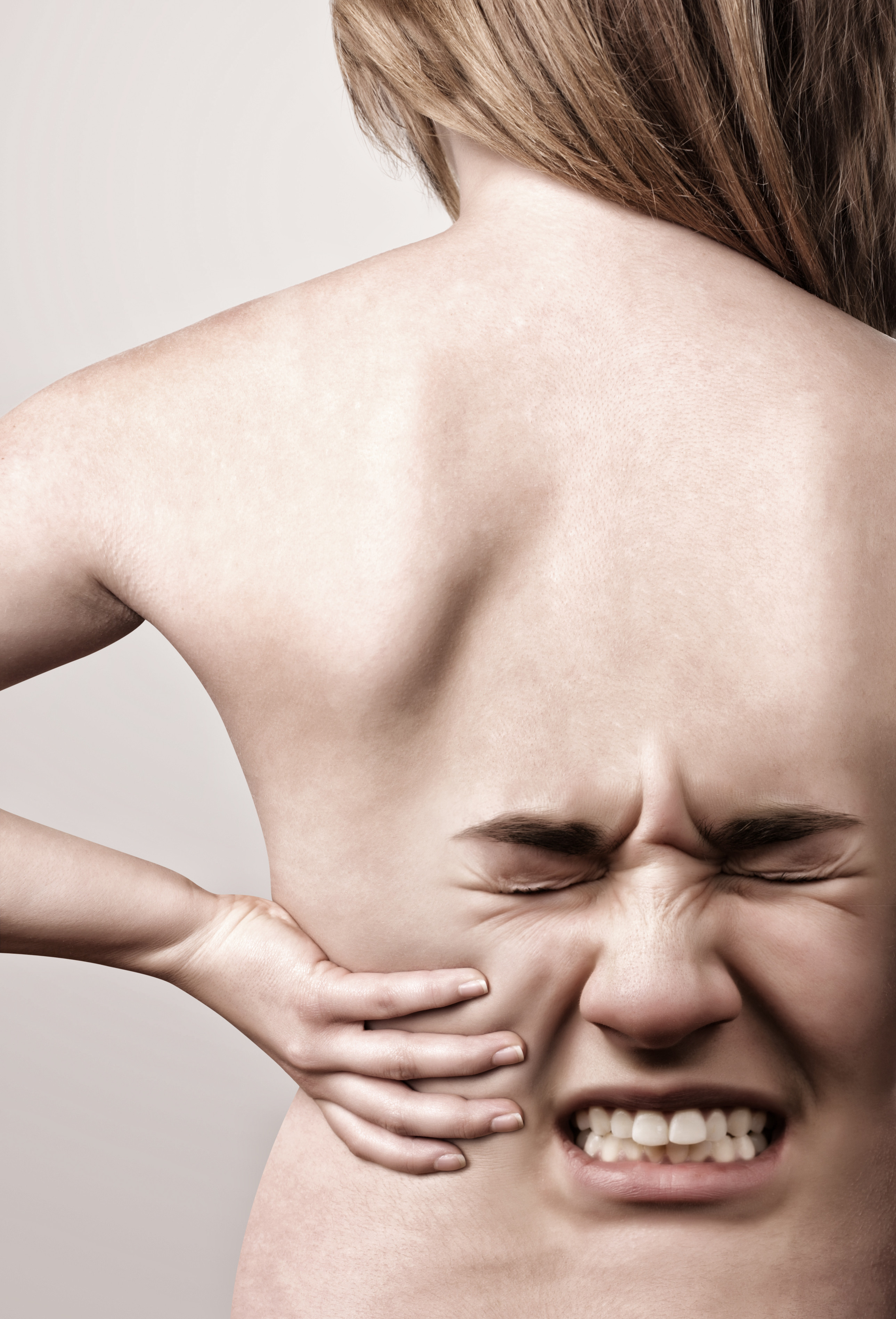 Mensch leidet unter Rückenschmerzen und Gelenkschmerzen