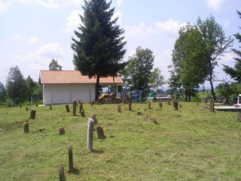 Pogled sa groblja prema kapeli