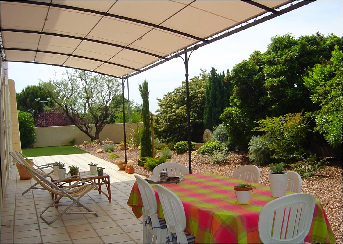 Pergola terrasse sur jardin