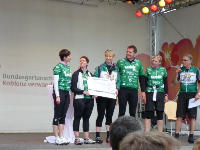 Scheckübergabe der RPT GmbH an die VOR-TOUR der Hoffnung (2011)