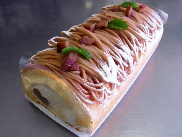 栗のロールケーキ(期間限定)