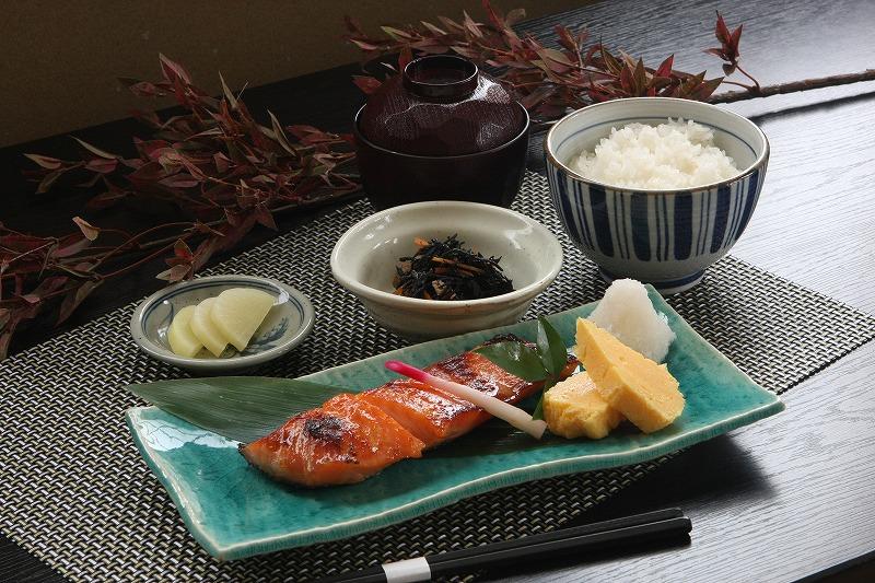 魚沼美雪マス越後味噌漬け焼き定食。