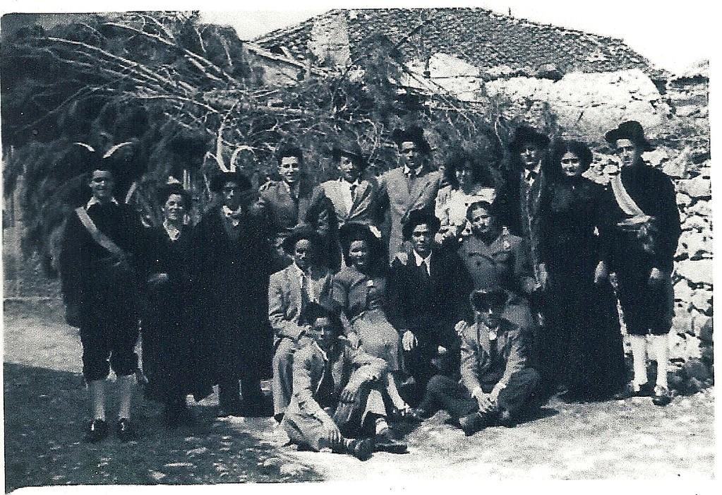 Grupo de actores teatrales Villar de Sobrepeña años 50 Donada por Emilio Besteiro