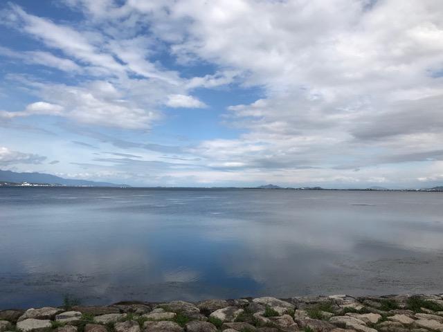 びわこ湖ホールから見る琵琶湖