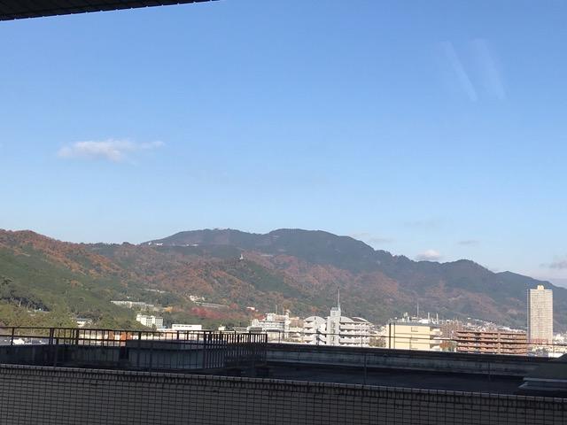 病室の窓から 皇子山と比叡山が見える(大津赤十字病院)