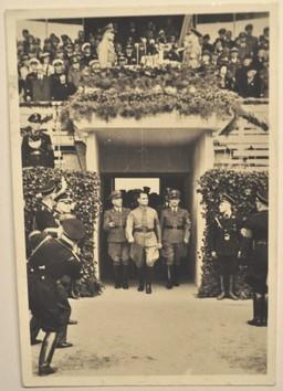 Op de foto zie je de 6e bijeenkomst voor de Reichstagung Ruslandsdeutschen van 28 augustus tot 4 september 1938. Op de foto is Rudolf Hess te zien. © Foto Collectie Oorlogsleven