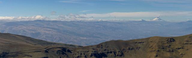 Kordillere Ecuadors mit Vulkan Cotopaxi