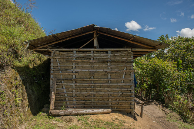 Mit Lehm und Bambus, traditionelle gebaute Häuser