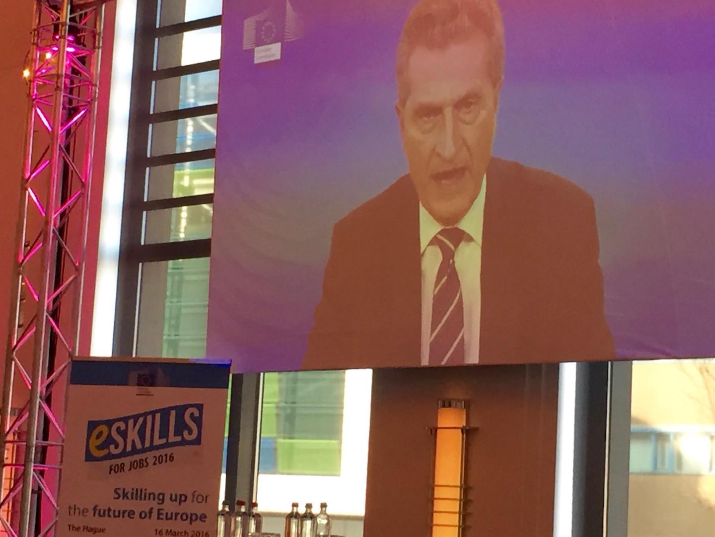 Kommissar Günter Oettinger mit seinem eigenen Englisch