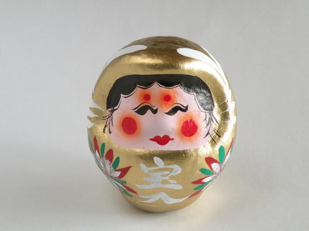 女顔(姫顔)のミニ達磨さん。金色です