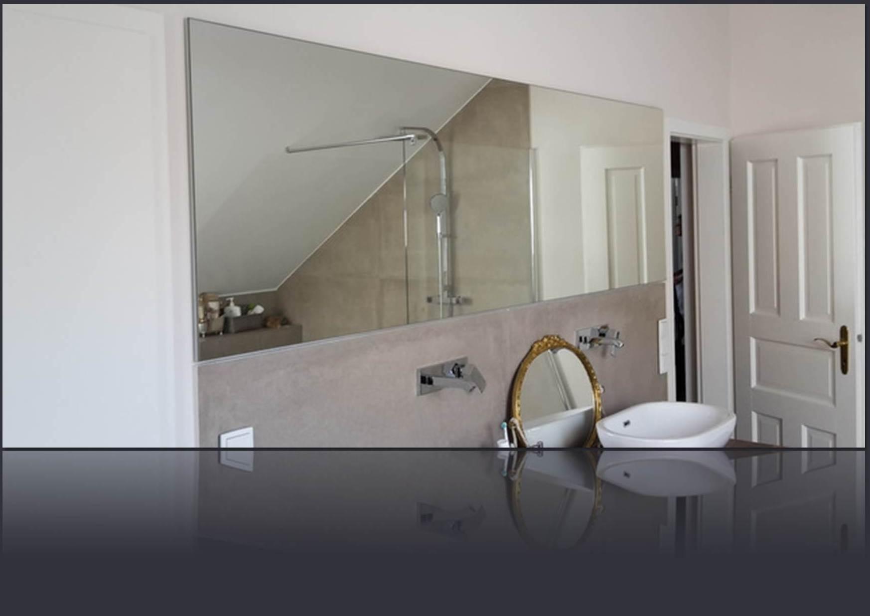 Badspiegel flächenbündig verklebt