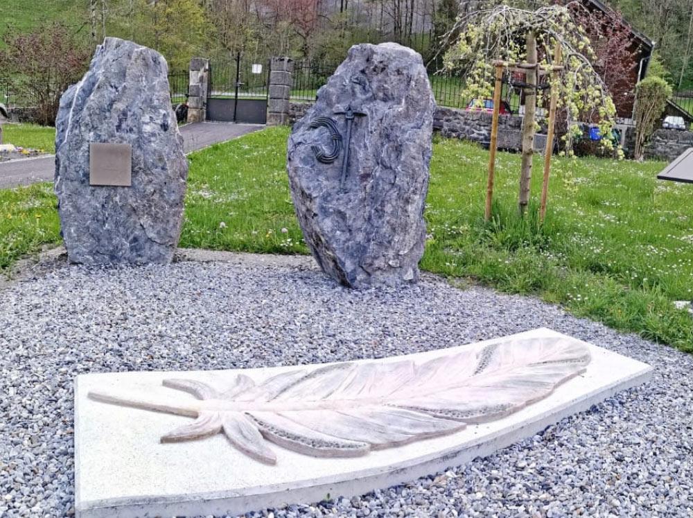 Feder für Gedenkstätte in Lauterbrunnen