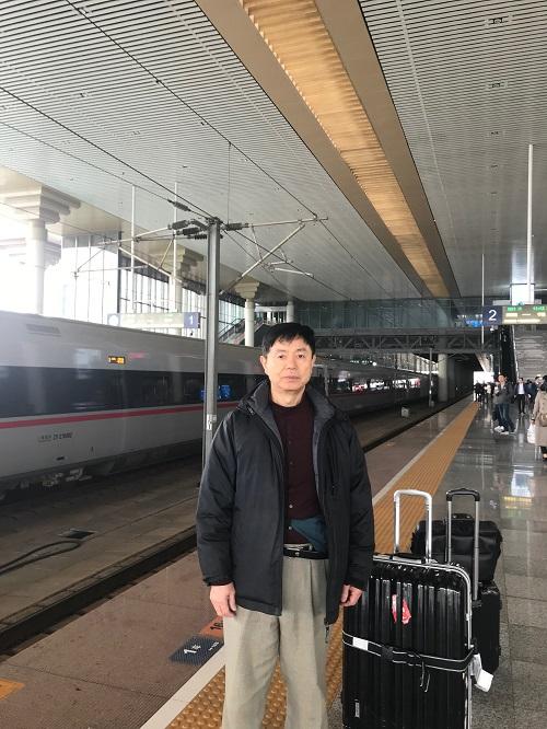 中国の新幹線にて移動中です。